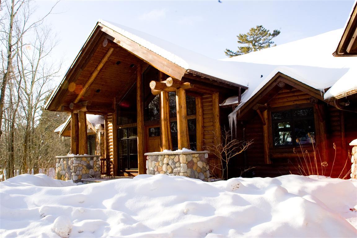 Lodge – Entrance (Alternate Angle)